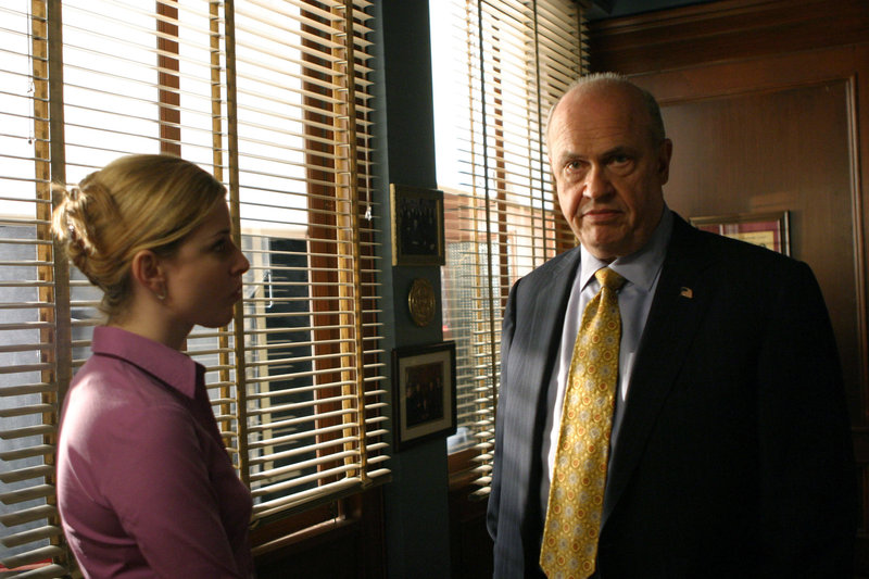 Pictured: (l-r) Diane Neal as A.D.A. Casey Novak, Fred Thompson as District Attorney Arthur Branch – Bild: Universal Channel