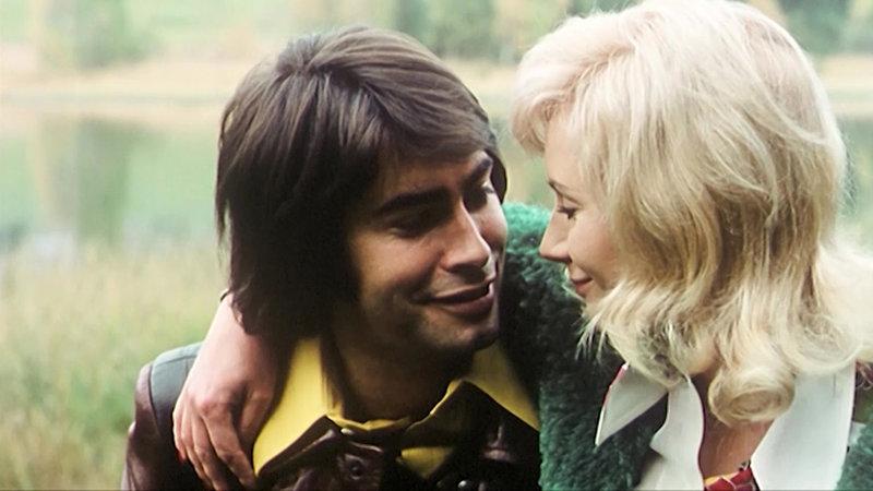 Hannes (Roy Black, l.) und Renate (Barbara Nielsen) verlieben sich ineindander – Bild: Bibel TV