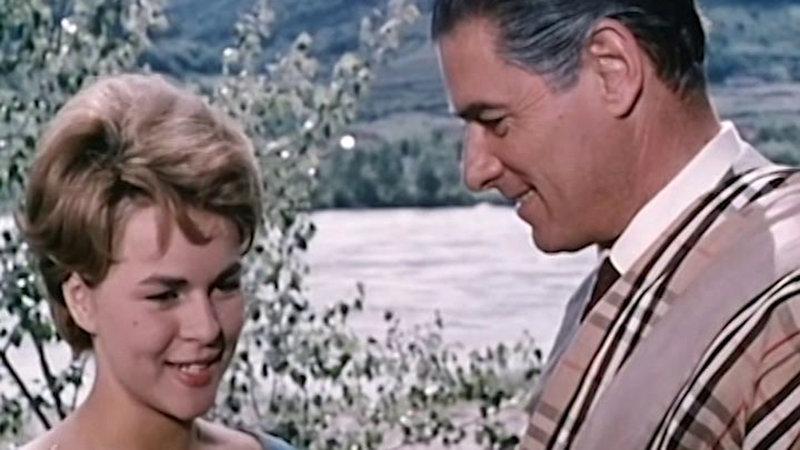 Mariandl (Cornelia Froboess) und Hofrat Franz Geiger (Rudolf Prack) – Bild: Bibel TV