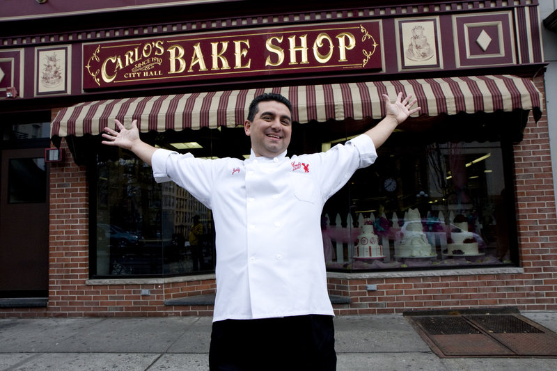 Buddy Valastro in front of his family owned bakery Carlo's City Hall Bake Shop in Hoboken, NJ – Bild: Copyright: Discovery Communications, Inc. For Show Promotion Only