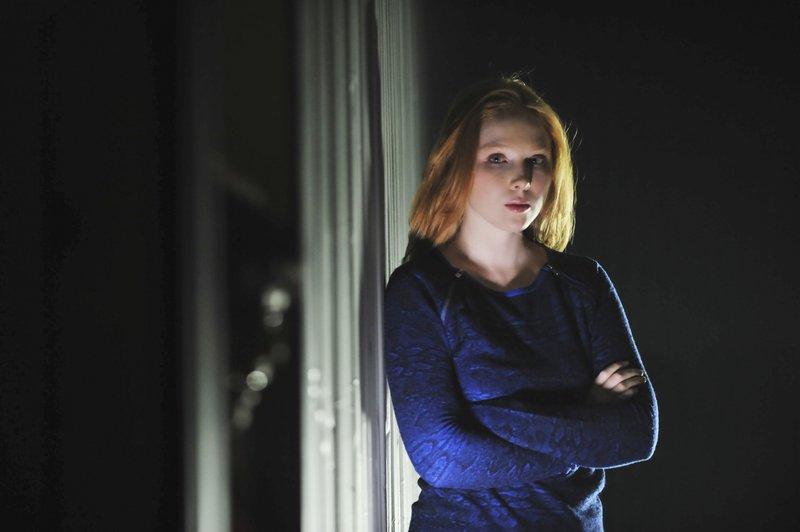 Zur falschen Zeit am falschen Ort: Alexis Castle (Molly C. Quinn) – Bild: kabel eins