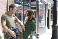 Ist Severide (Taylor Kinney) wirklich der Vater von Renées (Sarah Shahi) ungeborenem Kind? – © VOX/NBC Universal
