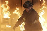 Matthew Casey (Jesse Spencer) dreht bei dem Brandeinsatz komplett durch - was ist mit Casey los? – © VOX/NBC Universal