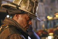 Wallace Boden (Eamonn Walker) muss immer noch um seine Feuerwache bangen. Kann er die Schließung verhindern? – © VOX/NBC Universal