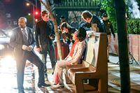 """""""CSI: Vegas"""", """"Mörderische Züge."""" Das CSI-Team untersucht den Mord an einem Elvis Presley Imitator. Unweit des Tatortes wird außerdem eine tote Krähe gefunden. Greg, der in seiner Jugend begeisterter Schachspieler war, stellt schließlich die Verbindung zum Spiel der Könige her. Wie sich bald herausstellt, hat der Killer bereits mehrere Morde in anderen Städten verübt. Er versucht ein legendäres Schachspiel zwischen zwei Großmeistern durch seine Taten nachzustellen.Im Bild (v.li.): Daoud Balewa (Detective Crawford), Eric Szmanda (Greg Sanders), Jorja Fox (Sara Sidle), David Berman (David Phillips). – © ORF eins"""