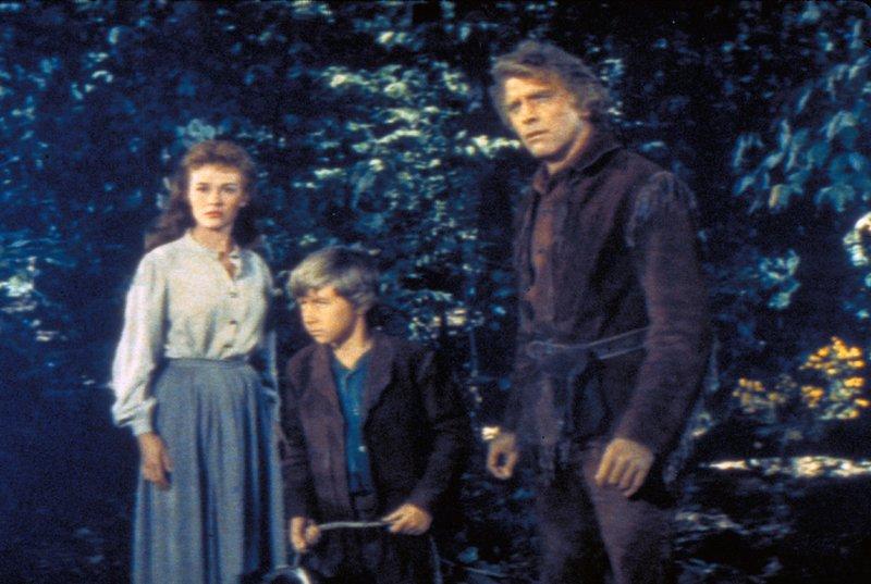 "V.l.: Hannah Bolen (Dianne Foster), Little Eli Wakefield (Donald MacDonald), Elias Wakefield ""Big Eli"" (Burt Lancaster) – Bild: RTL NITRO / © 1955 METRO-G"