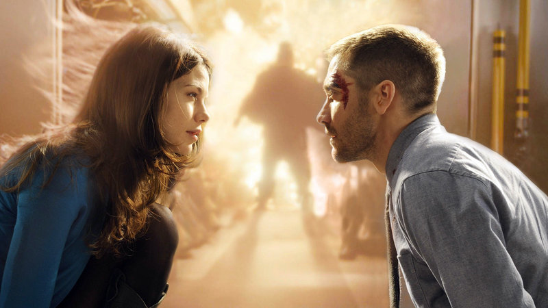 US-Soldat Colter Stevens (Jake Gyllenhaal) findet sich in einer alternativen Realität wieder, die sich bis zur Erfüllung seiner Mission immer wiederholt. Einziger Lichtblick seines schier unmöglichen Einsatzes ist Christina Warren (Michelle Monaghan), in die er sich mehr und mehr verliebt... – Bild: RTL Zwei