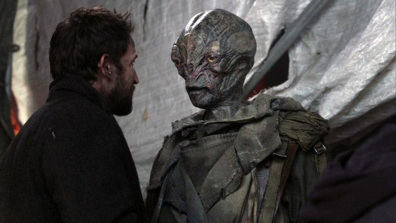 Tom (Noah Wyle) holt sich Rat von Cochise (Doug Jones) – Bild: RTL II