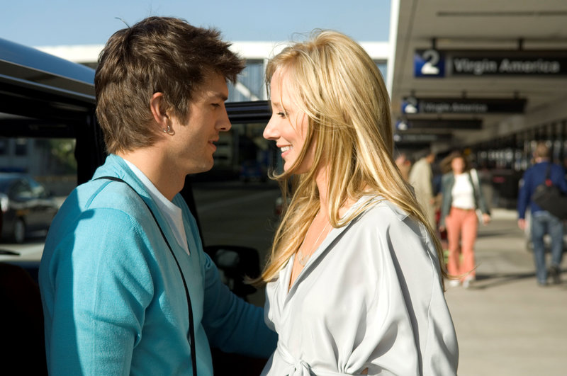 Ashton Kutcher as Nicki and Anne Heche as Samantha – Bild: Pro Sieben SAT.1 Media AG <de> / © 2008 by Easy A Inc. All Rights Reserved