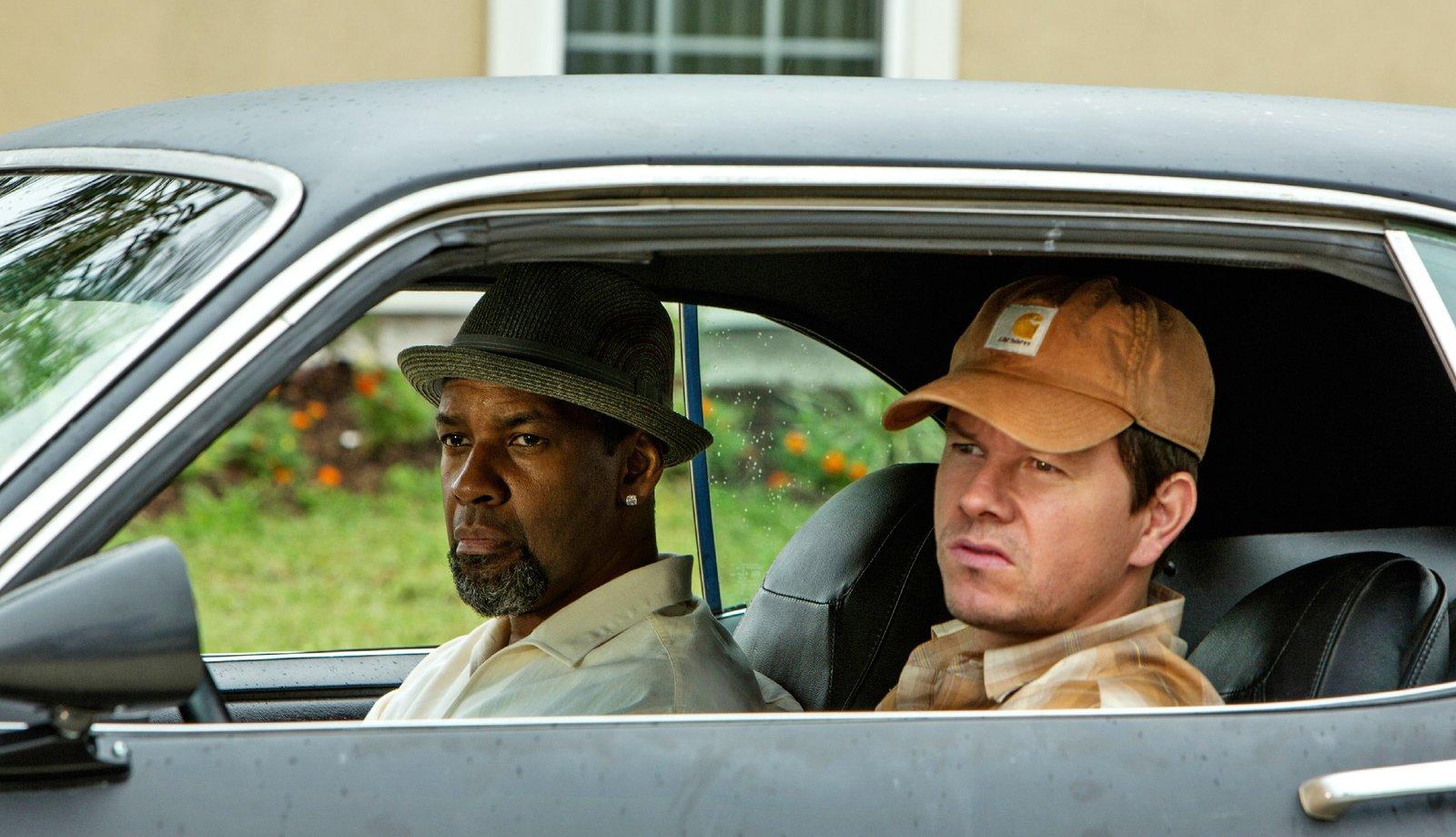 Bobby (Denzel Washington, l.) und Stig (Mark Wahlberg), zwei Undercover-Agenten, sollen Papi Greco, Kopf eines Drogenkartells, das Handwerk legen. Die beiden ahnen jedoch nicht, dass der jeweils andere auch undercover ermittelt… – Bild: RTL/Sony Pictures