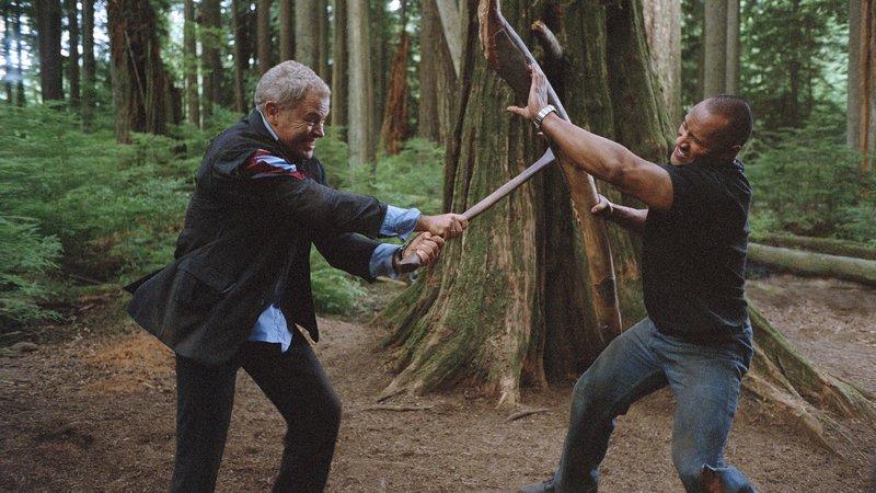 Zweikampf zwischen Jay (Neal McDonough, li.) und Chris Vaughns (Dwayne Johnson)Zweikampf zwischen Jay (Neal McDonough, li.) und Chris Vaughns (Dwayne Johnson) – Bild: RTL II