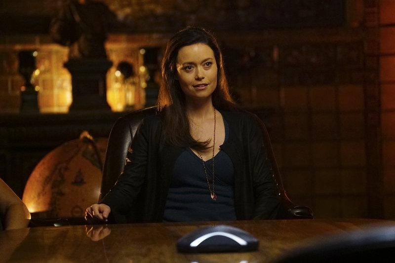 Konkurrenz für Castle: Die junge, aufsässige Detektivin Kendall Frost (Summer Glau) ist eine Anwärterin auf den begehrten Platz am Tisch der Vereinigung. Wird sie den Fall schneller als er lösen können? – Bild: Sat.1