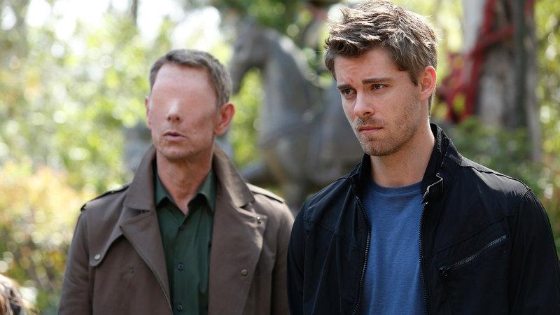 Gordon (Jamie Harris) und Campbell (Luke Mitchell, re.) – Bild: RTL II