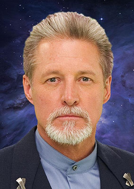Als der Jahrestag der Interstellaren Allianz begangen wird, kehrt John Sheridan (Bruce Boxleitner) auf die Raumstation Babylon 5 zurück - seit zehn Jahren genau ist er nun Präsident der IA. – Bild: Warner Bros. Lizenzbild frei