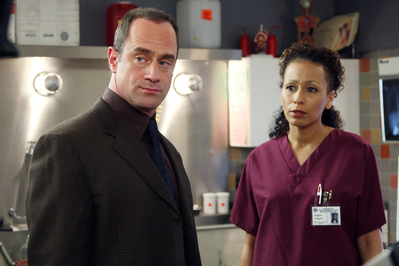 "LAW & ORDER: SPECIAL VICTIMS UNIT -- ""Good Faith"" Episode 9002 -- Pictured: (l-r) Christopher Meloni as Det. Elliot Stabler, Tamara Tunie as Dr. Melinda Warner -- NBC Photo: Eric Liebowitz – Bild: Universal Channel"