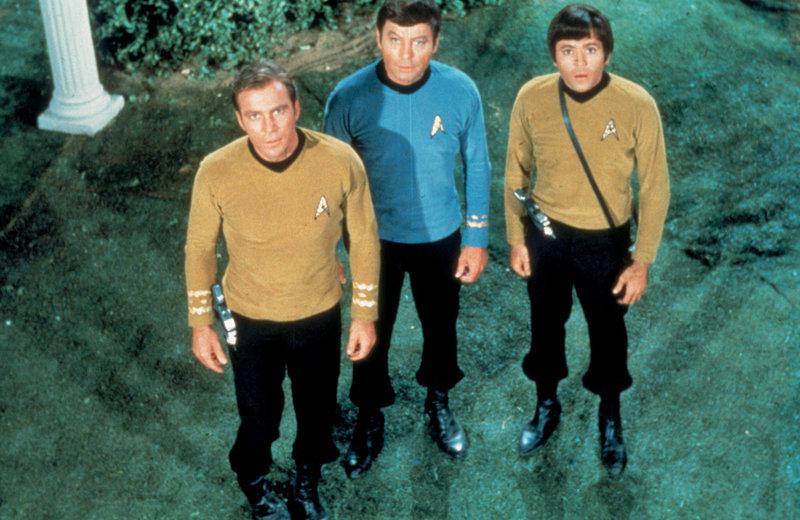 Darsteller Season: 02 Episode: 033 1967-68 Episodic Photo - Captain Kirk (William Shatner), Dr. – Bild: Syfy