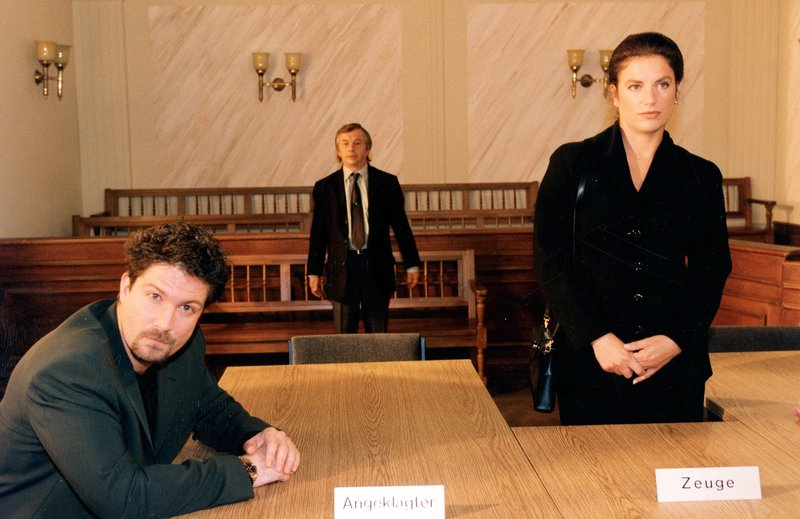 Von links: Josh Cramer (Francis Fulton-Smith), Manfred Lindmayr (Gerd Lohmayer) und Andrea Gärtner (Christine Neubauer). – Bild: Bayerisches Fernsehen