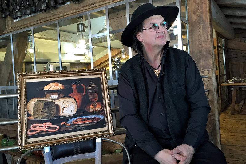 """Das """"Stillleben mit Käse, Mandeln und Brezeln"""" der flämischen Malerin Clara Peeters ruft beim Sternekoch Marc Veyrat Kindheitserinnerungen wach. – Bild: arte"""