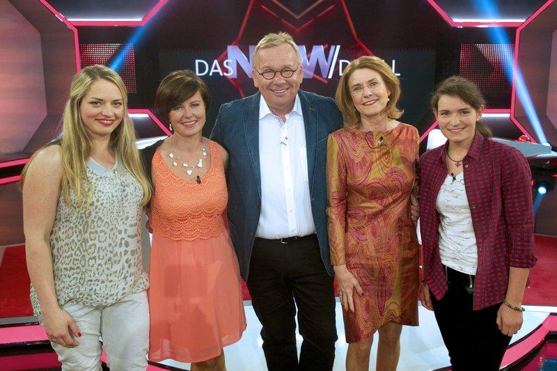 Moderator Bernd Stelter (M) mit den Rategästen v.l.n.r. Kathrin Post, Ute Flemming, Inge Szoltysik-Sparrer und Julia Janßen. – Bild: WDR