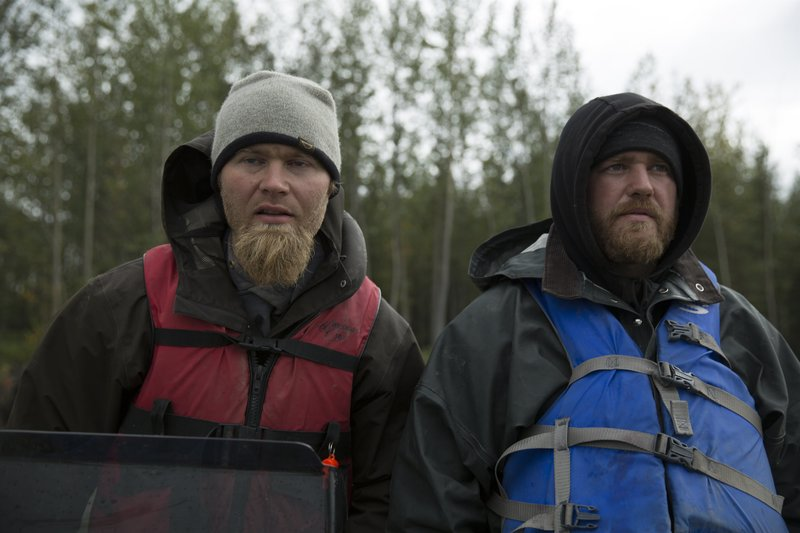 Dustin and Tyler stand together outside. – Bild: Discovery Channel / Discovery Communications
