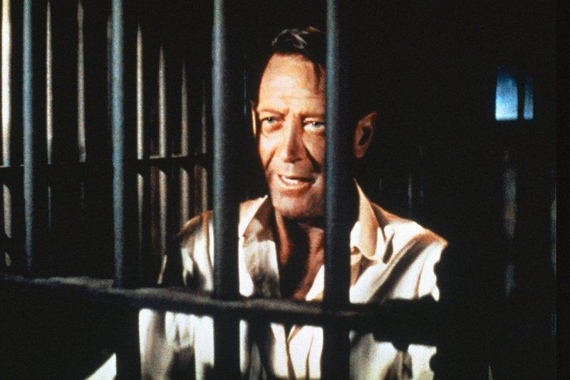 Der mexikanisch-irische Abenteurer und Viehhändler Alvarez Kelly (William Holden) ist gefangengenommen worden, um ihn zu zwingen, für die Konföderierten zu arbeiten. – Bild: ZDF und Joseph MacDonald.