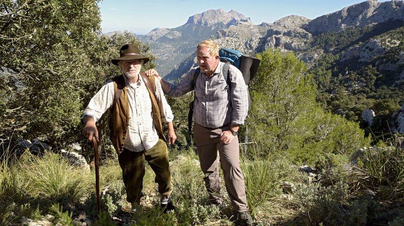Helmut (Michael Gwisdek, li.) und Klaus (Harald Krassnitzer) sollten sich einmal aussprechen. – Bild: ARD Degeto/Christiane Pausch