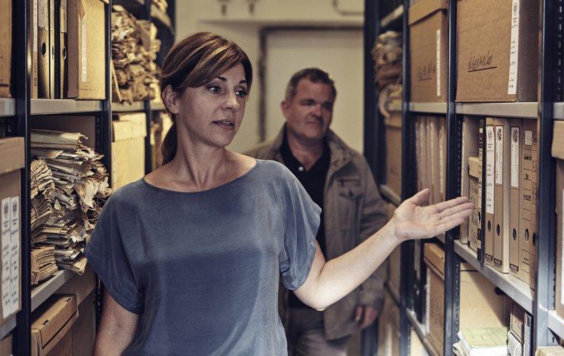 L-R: Barbara (Ulrike C. Tscharre) and Nepo (Cornelius Obonya). – Bild: ServusTV / MonaFilm