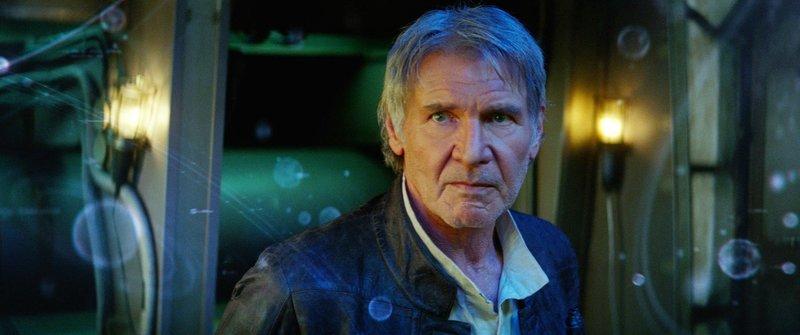 Über dreißig Jahre nach dem Sturz des Imperiums ruft der Aufstieg der ersten Ordnung, einer neuen dunklen Macht, auch Han Solo (Harrison Ford) wieder auf den Plan. Doch er trägt schweres Gepäck auf der Seele... – Bild: MG RTL D / TM & © 2015 Luc