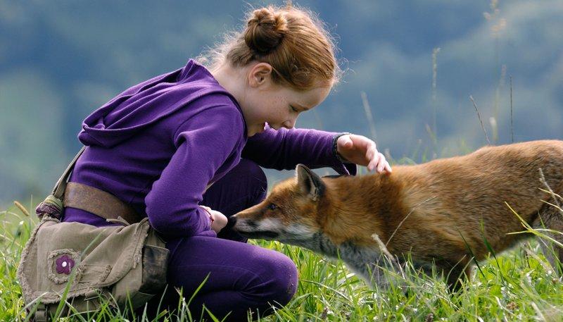 Regie: Luc Jacquet, am Samstag (27.02.16) um 10:03 Uhr im ERSTEN. Lila (Bertille Noël-Bruneau) streift am liebsten durch die Natur. Eines Tages kreuzt ein wilder Fuchs ihren Weg. – Bild: WDR/Eric Caro
