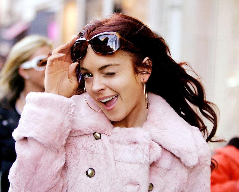 Ein einziger Kuss - und Ashley Albright (Lindsay Lohan) wandelt sich von everybody's Darling zur Pechmarie ... – Bild: Epsilon Motion Pictures GmbH Lizenzbild frei