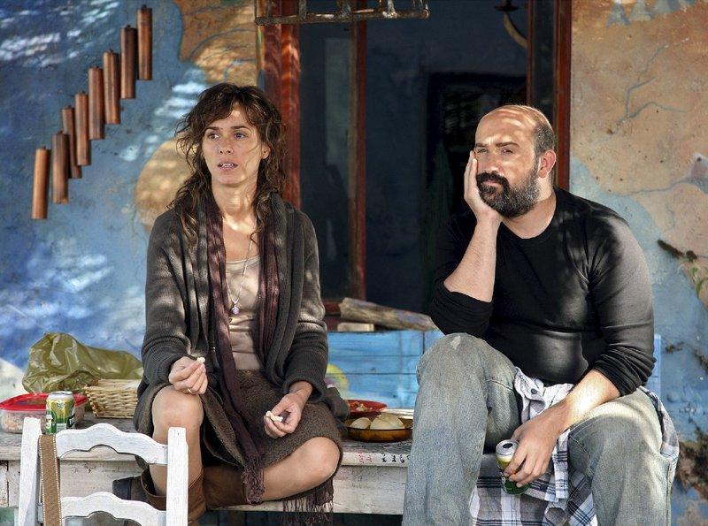 Cundo (Javier Camara) und Rosa (Fanny Gautier) waren vor langen Jahren ein Liebespaar. – Bild: ZDF und ARD Degeto
