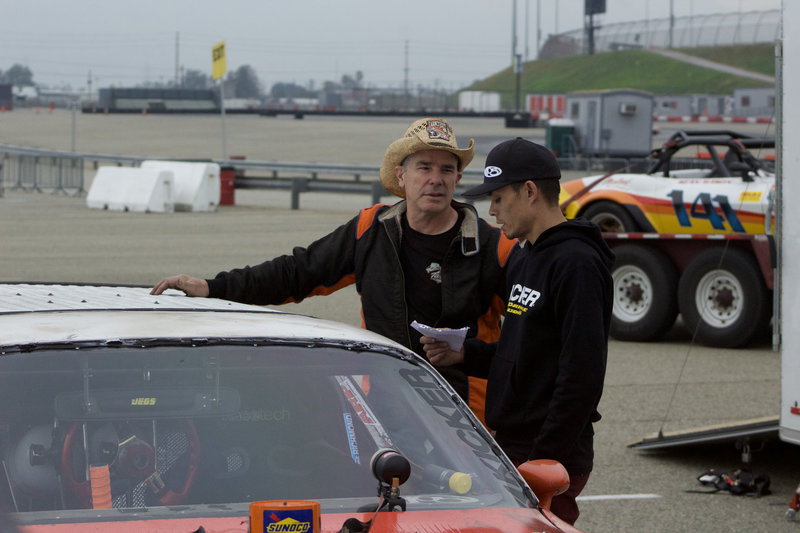 Farmtruck and Azn prep for the autocross race at the Fontana Auto Club Speedway. – Bild: Discovery Channel / Discovery Communications
