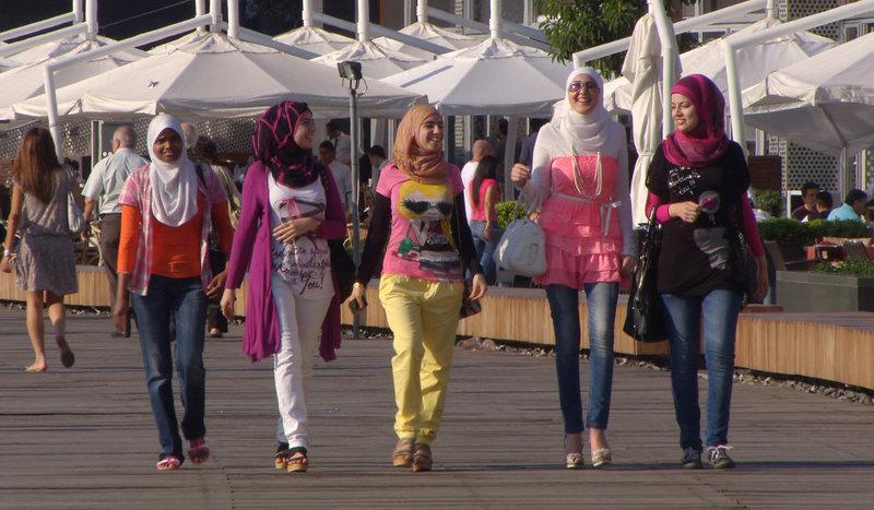Die Schönheit der Frauen 04: Beirut: Laufsteg des Orients