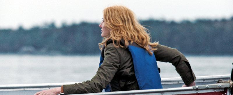 Der Tod ihres Mannes bringt Helen Matthews (Patricia Clarkson) aus dem Gleichgewicht. Sie sucht Ruhe in einer einsamen Inselhütte. Doch plötzlich findet sie sich mitten in einem Kampf auf Leben und Tod wieder ... – Bild: TiberusFilm Lizenzbild frei