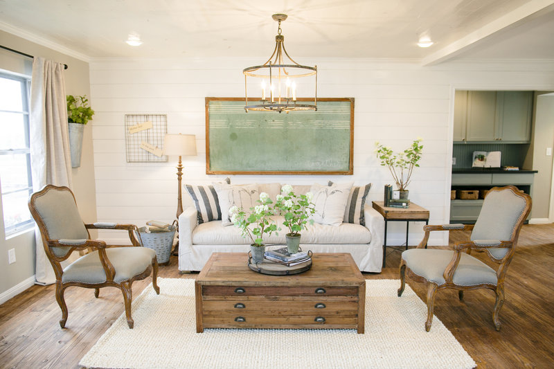 fixer upper s02e10 el nino country life attracts couple to small town texas. Black Bedroom Furniture Sets. Home Design Ideas
