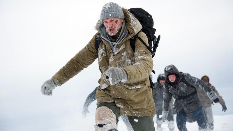 Ottway (Liam Neeson) wird nache einem Flugzeugabsturz zum Anführer einer Gruppe von Männern, die sich in winterlichen Schneestürmen gegen eine Meute hungriger Wölfe verteidigen muss. – Bild: RTL II