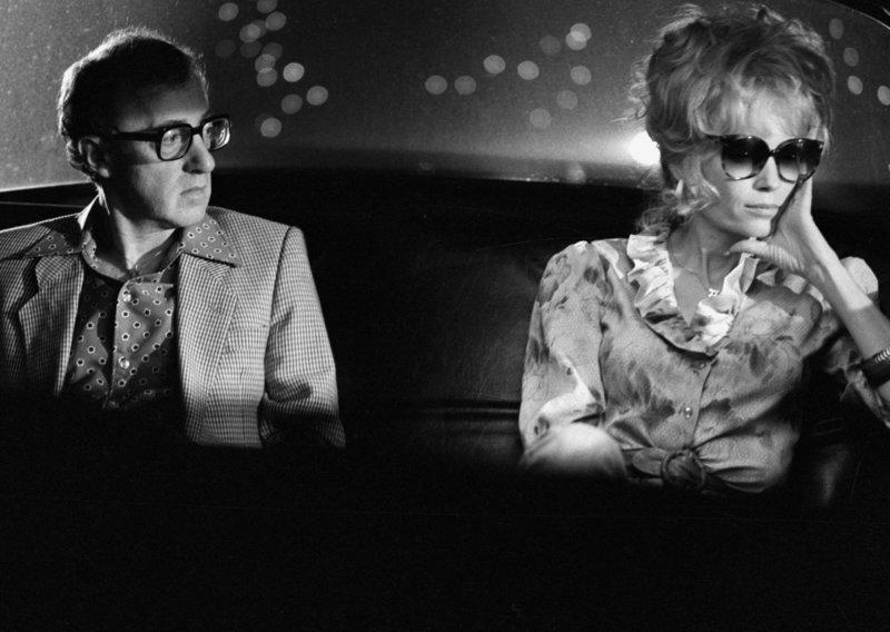 Unter den Impresarios ist Danny Rose (Woody Allen, l.) der absolute Loser. Eines Tages jedoch kann er dem Schnulzensänger Lou Canova einen großen Auftritt ergattern, der jedoch nur mit seiner heimlichen Geliebten (Mia Farrow, r.) an der Seite auf die Bühne gehen will. Eine turbulente Suche nach der Mafia-Braut nimmt ihren Lauf ... – Bild: 1984 ORION PICTURES CORPORATION. All Rights Reserved Lizenzbild frei