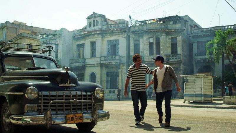 Vladimir Cruz (Angelito), Josh Hutcherson (Teddy Atkins). – Bild: ORF