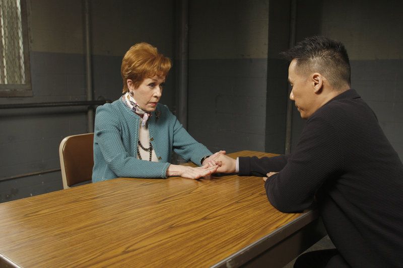 "LAW & ORDER: SPECIAL VICTIMS UNIT -- ""Ballerina"" Episode 1016 -- Pictured: Carol Burnett as Bridget ""Birdie"" Sulloway, B.D. Wong as Dr. George Huang -- NBC Photo: Will Hart – Bild: Universal Channel"
