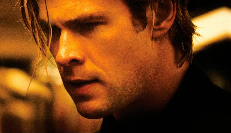 Nicholas Hathaway (Chris Hemsworth) macht eine schreckliche Entdeckung. – Bild: ZDF und Frank Connor