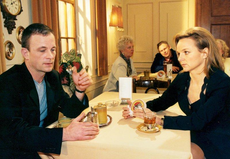 Markus (Thomas Anzenhofer) und Sandra Pröll (Sissy Höfferer). – Bild: Bayerisches Fernsehen