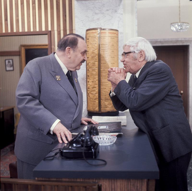 Fritz Eckhardt (Oswald Huber), Paul Hörbiger. – Bild: ORF III