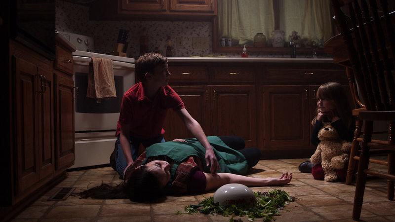 Barbara Anzlovar is found dead on the floor. – Bild: TLC