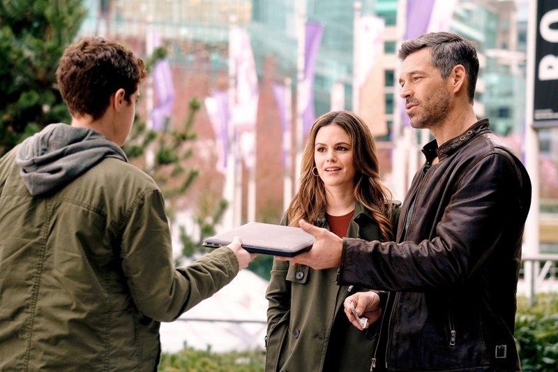 V.l.: Zeke (Patrick Lubczyk), Sam (Rachel Bilson) und Eddie (Eddie Cibrian) – Bild: VOX