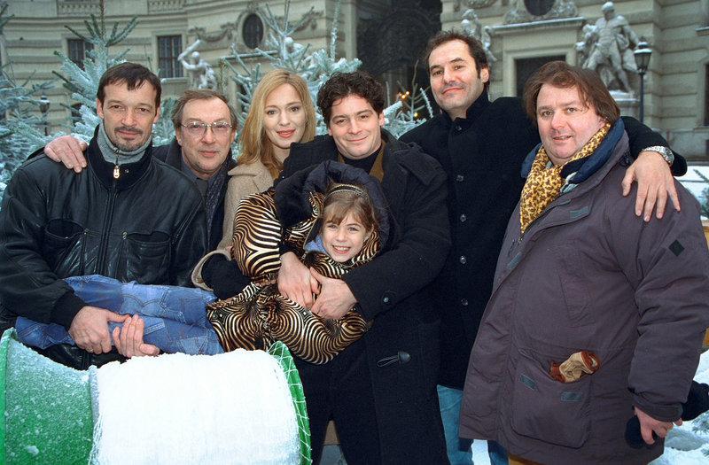 Michael Roll, Jaecki Schwarz, Katja Weitzenböck, Fritz Karl, Roxanne Borski, Silvan-Pierre Leyrich, Marco Serafini. – Bild: ORF