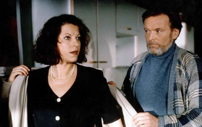 Elfi Eschke (Henriette), Helmut Griem (Pertussini). – Bild: ORF