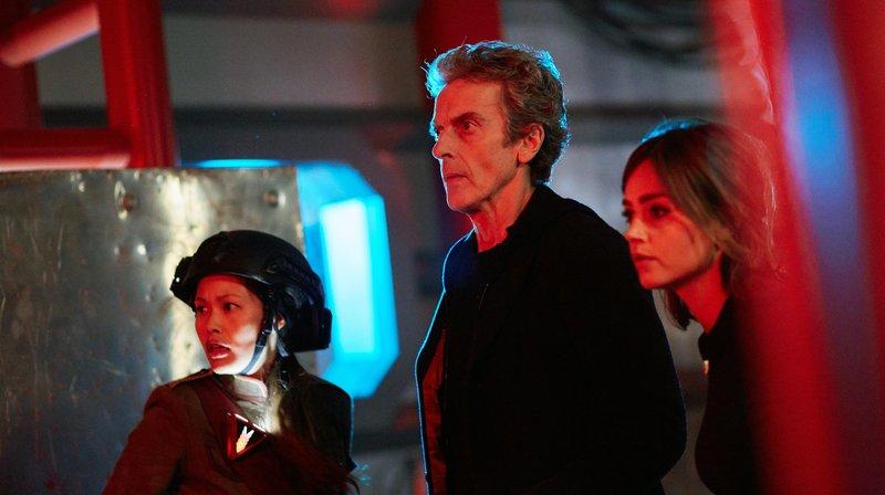 Der Doctor (Peter Capaldi) mit Nagata (Eleina Tan, l) und Clara (Jenna Coleman). – Bild: WDR/BBC/Simon Ridgway