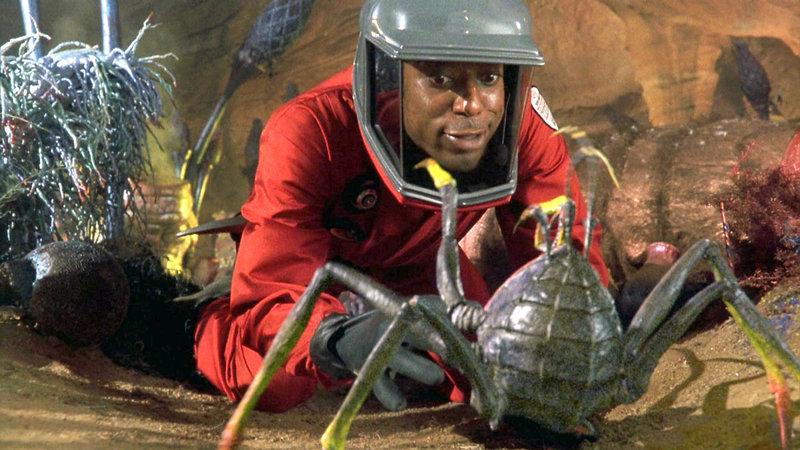 Seltsame Kreaturen sind zusammen mit einem Meteorit auf der Erde gelandet - Wissenschaftler Harry Block (Orlando Jones) ist ganz fasziniert von den Wesen.. – Bild: RTL Zwei