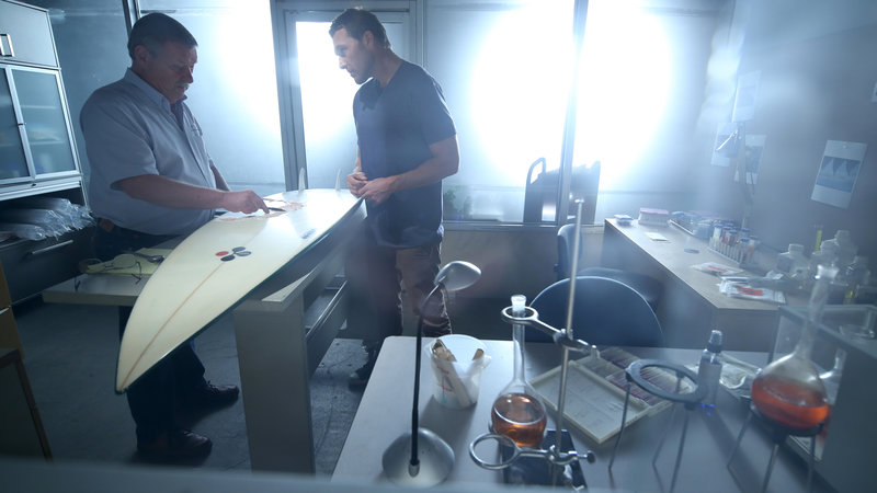 Ralph Collier and Brandon McMIllan are in the shark lab. – Bild: Discovery Communications