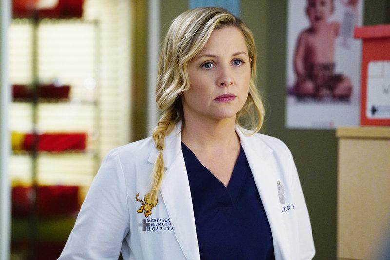 Kann nicht verstehen, dass Dr. Herman eiskalt ablehnt, als Bailey sie in einem wichtigen Fall um Hilfe bittet: Arizona (Jessica Capshaw) ... – Bild: sixx